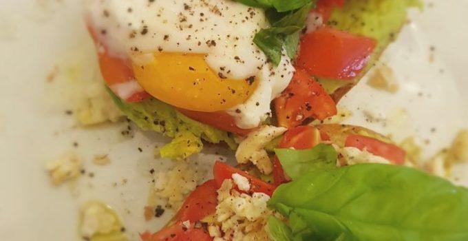 Friselle con crema di avocado e uova in due versioni
