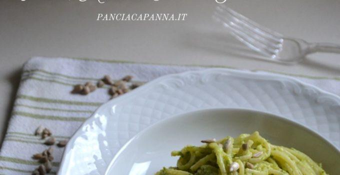 Spaghetti al pesto di zucchine, basilico, menta e semi di girasole